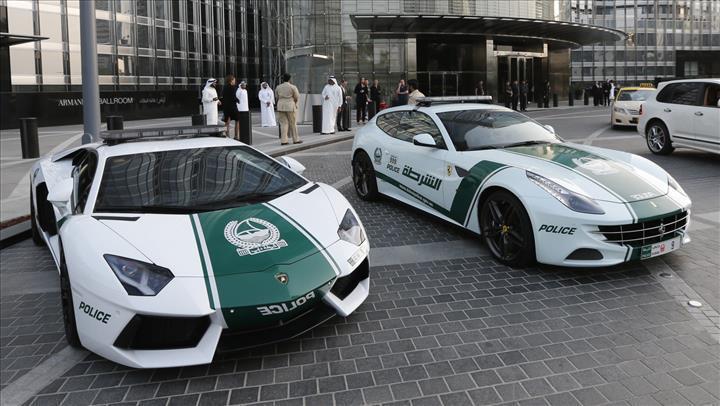 Dubai polisi şimdi de Tesla Cybertruck'ı gözüne kestirdi