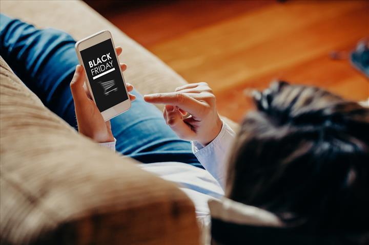 Kara Cuma alışverişinin yüzde 39'u akıllı telefonlarla yapıldı
