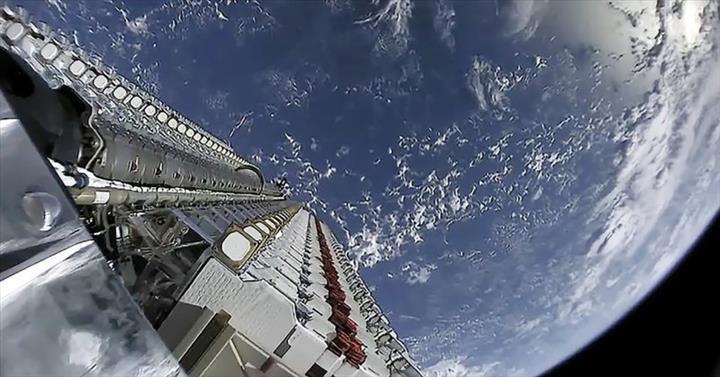 SpaceX: Astronomların başına bela olan Starlink uyduları için çözüm üretmeye çalışıyoruz!