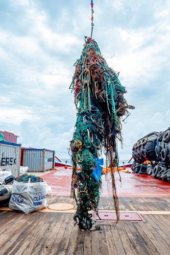 Ocean Cleanup, okyanustan atık plastik toplama görevinin ilk safhasını tamamladı