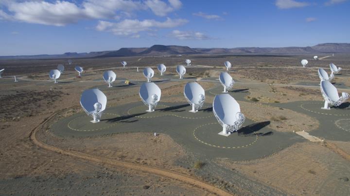 Güney Afrika'daki MeerKAT teleskobu, evrenin geçmişine dair muhteşem bir görüntü yakaladı