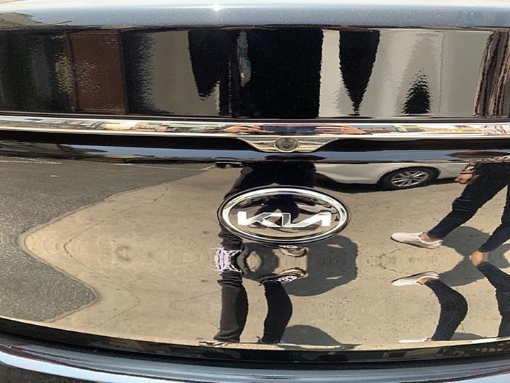 Yeni Kia logosu şimdi de bir araç üzerinde görüntülendi