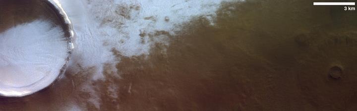 Mars'ta 'buzla kaplı' dev bir krater görüntülendi