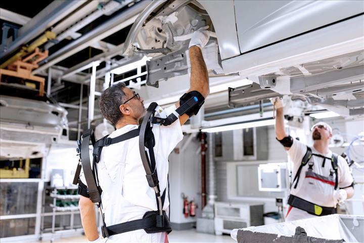 Audi firması yardımcı iskelet kullanımına başladı