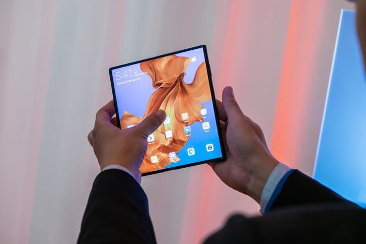 Huawei Mate Xs katlanabilir telefon, 65W hızlı şarj desteğiyle geliyor