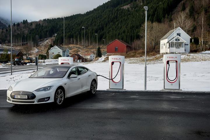 Norveç'te elektrikli araç satışları rekor seviyeye ulaştı: Lider Tesla Model 3
