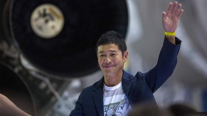 Elon Musk'ın 2023'te Ay'a göndereceği Japon milyarder, yanına 'kız arkadaşı' arıyor