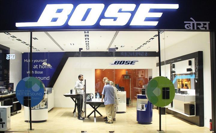 Bose fiziksel mağazalarının yarısını kapatıyor