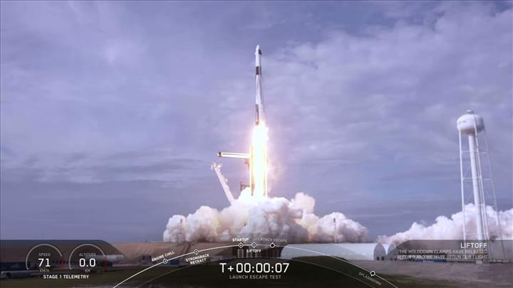 SpaceX, Falcon 9 roketini gökyüzünde patlattı: İşte müthiş görüntüler