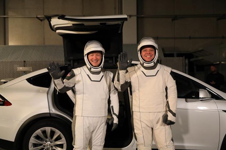 Tesla Model X, SpaceX astronotlarının resmi aracı oldu