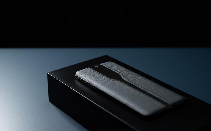 Görünmez kameralı OnePlus Concept One siyah rengiyle karşımızda