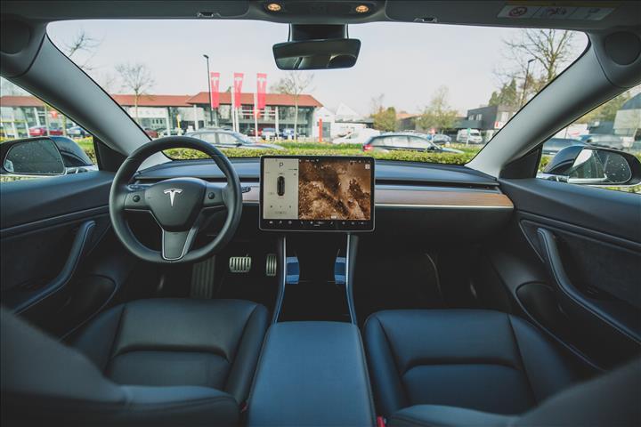 Tesla'nın Autopilot sistemi isim değişikliğine uğrayabilir
