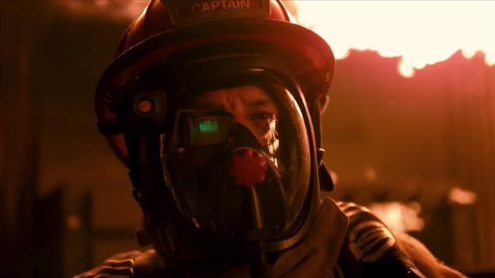 İtfaiyeciler için yoğun duman altında görüntü sağlayan termal baş üstü göstergesi