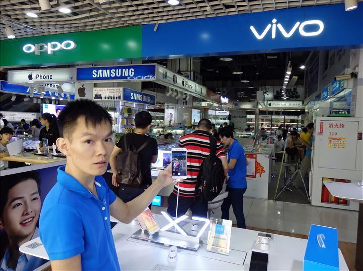 Koronavirüs salgını nedeniyle Çin'de akıllı telefon satışları düşüyor