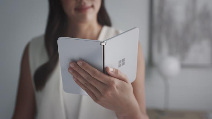 Microsoft'un çift ekranlı Android telefonu canlı görüntülendi