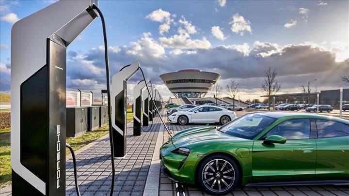 Porsche, Avrupa'nın en güçlü elektrikli araç şarj istasyonunu açtı