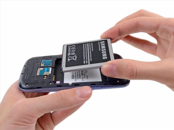 AB, akıllı telefon pillerinin değiştirilmesini kolaylaştıracak düzenleme üzerinde çalışıyor