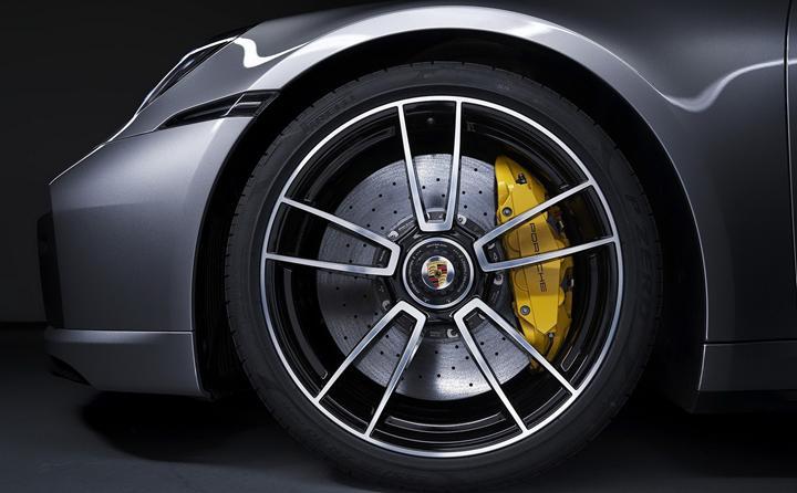 Yeni Porsche 911 Turbo S, 650 beygir güçle geri döndü