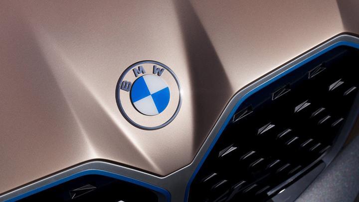 Alman otomotiv devi BMW logosunu değiştirdi