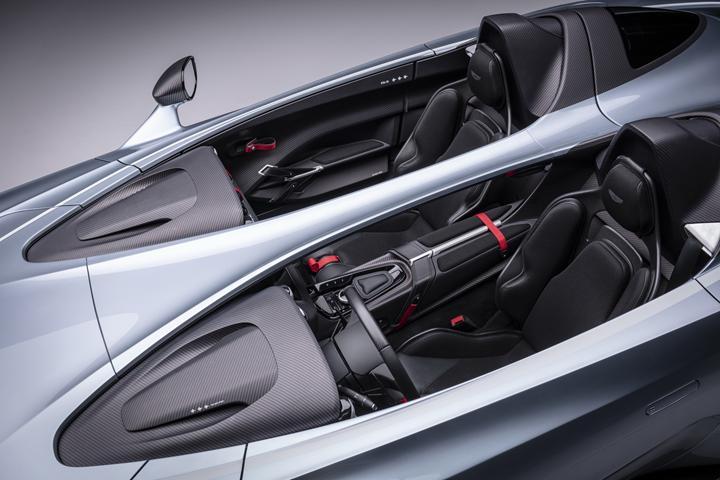 Aston Martin 'üstü açık' süper arabası V12 Speedster'ı tanıttı