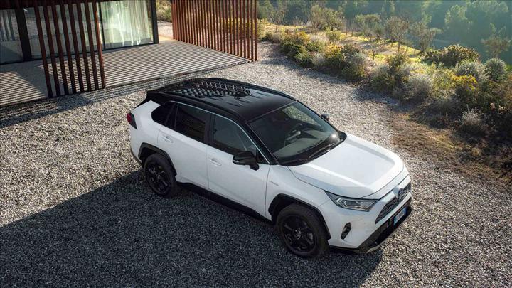 Toyota RAV4 Hybrid'e yeni donanım seçeneği: Passion X-Sport