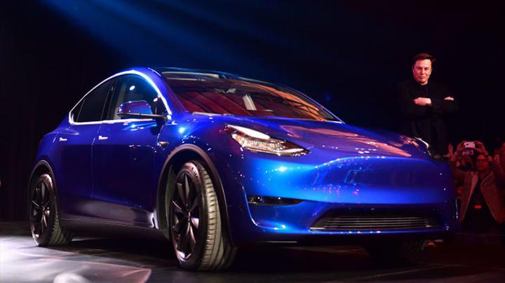 Koronavirüs salgınından etkilenmeyen Tesla, Model Y teslimatlarına başladı