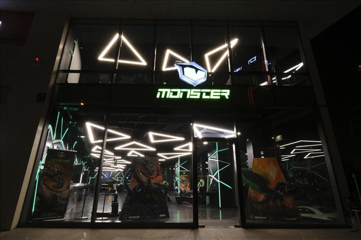 Monster Notebook'tan koronavirüs nedeniyle mağazalarını kapatma kararı