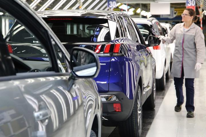 Otomotiv devleri Avrupa'da üretime ara veriyor: PSA, FCA, Renault