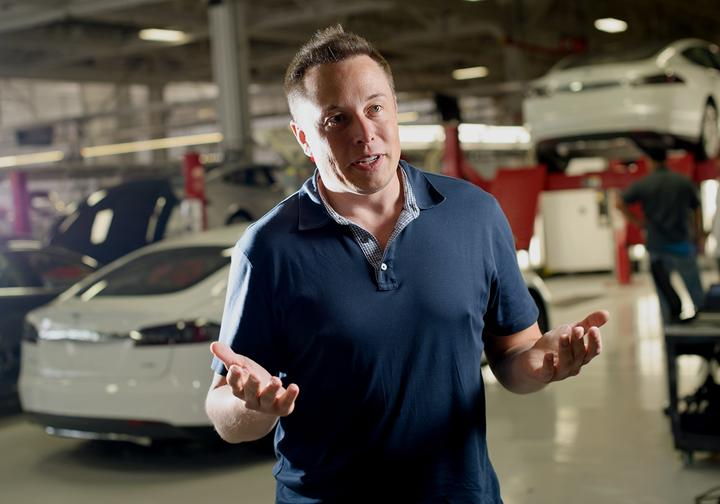 Elon Musk, Tesla'yı karantinaya almama inadını sürdürüyor