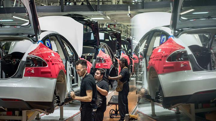 Tesla'nın Fremont fabrikasına üretim yasağı