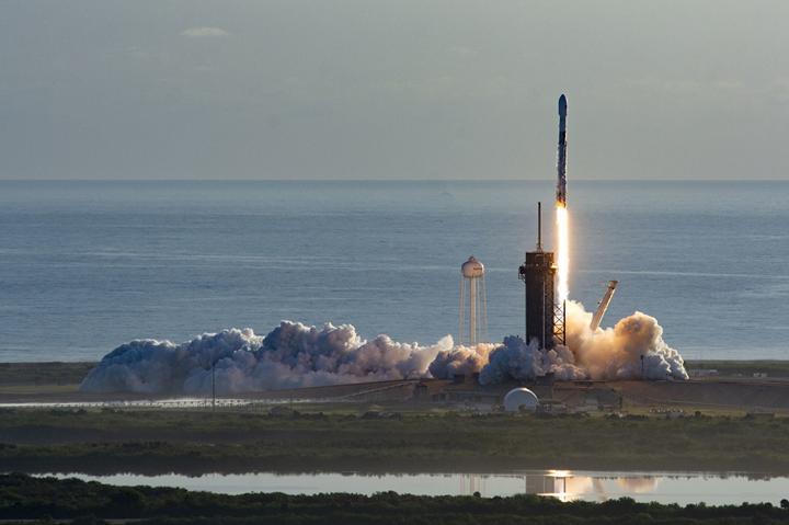SpaceX'in yeni Starlink görevinde Falcon 9 roketi okyanusa çakıldı