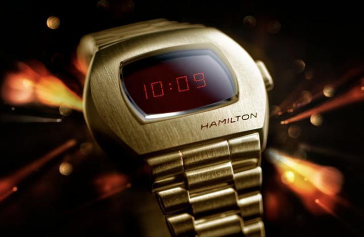 Dünyanın ilk dijital kol saati yenilendi