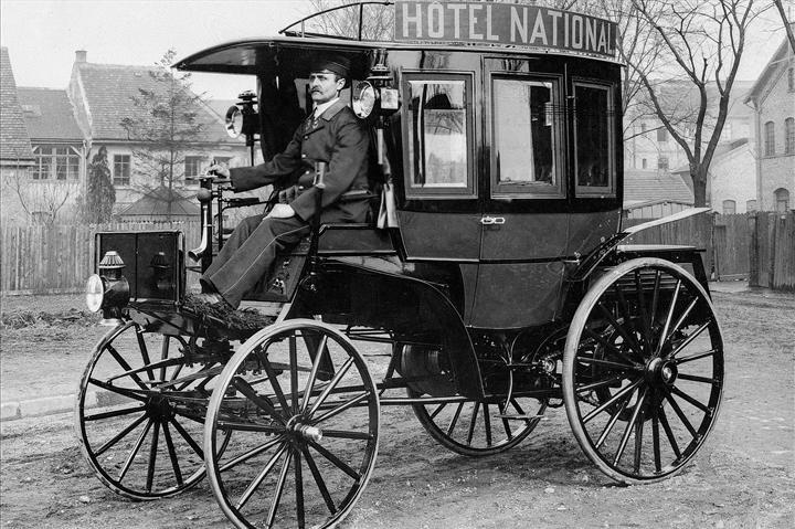 Dünyanın ilk içten yanmalı motorlu otobüsü 125 yaşında