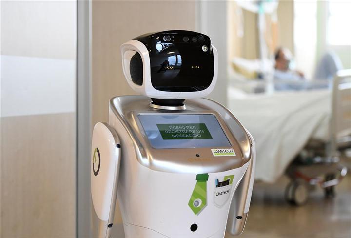 İtalya'da Koronavirüsle mücadelede robotlar kullanılmaya başlandı