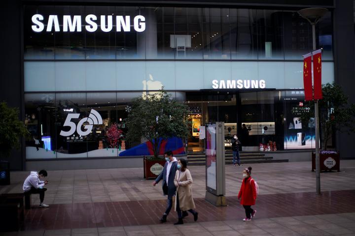 Samsung karantinadaki Covid-19 hastalarına akıllı telefon dağıtıyor