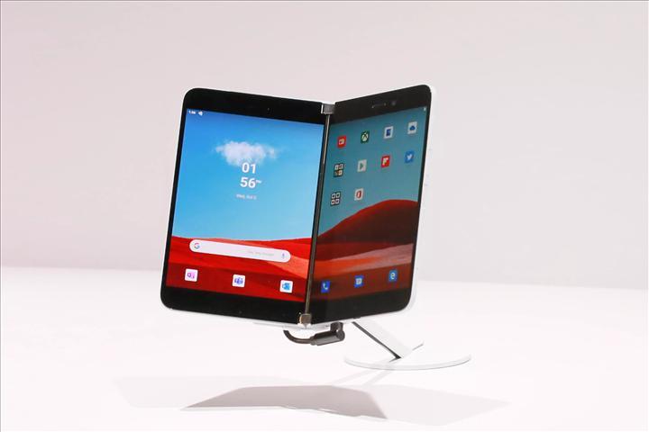 Microsoft'un yaklaşan akıllı telefonu Surface Duo ile çekilen ilk fotoğraf yayınlandı