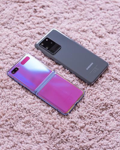 Katlanabilir ekranlı mı olsun yoksa her şeyin en iyisi mi? Galaxy Z Flip vs. Galaxy S20 Ultra