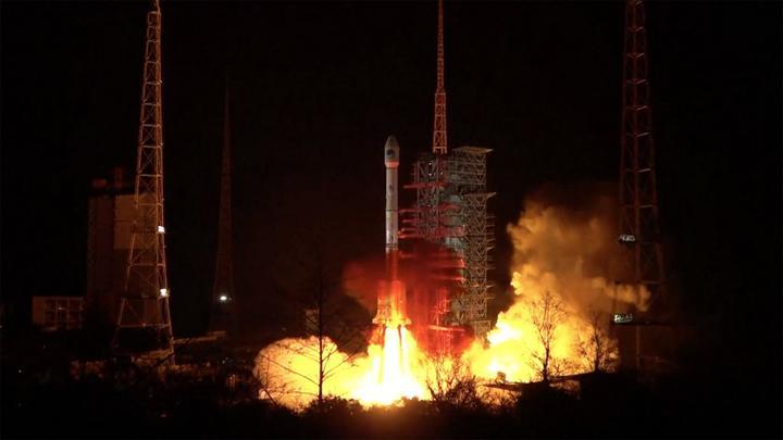 Çin'in fırlattığı dev roket gökyüzünde patladı: İşte o anlar