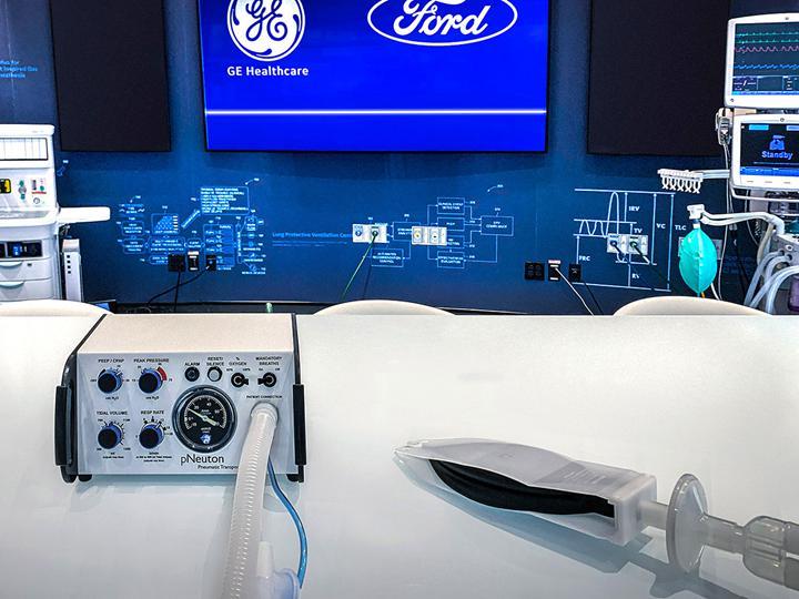 Ford çalışanları sosyal mesafeyi korumak için özel bileklik takacak