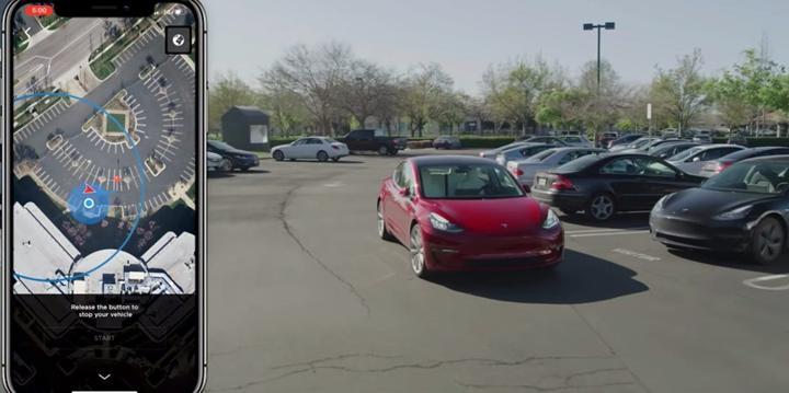 Tesla modelleri yakında sahibini istediği yere bırakıp kendi kendini park edebilecek