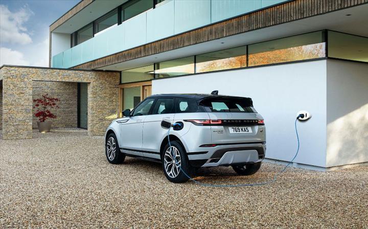 Range Rover Evoque ve Discovery Sport'un hibrit versiyonları tanıtıldı
