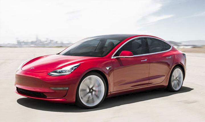Tesla modelleri artık trafik ışıklarını ve dur işaretlerini tanıyor