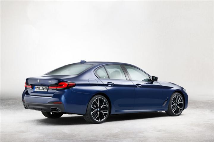 Makyajlı 2021 BMW 5 Serisi'nin resmi fotoğrafları sızdırıldı