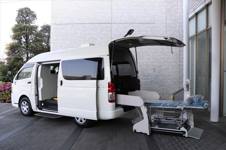 Toyota, koronavirüs hastalarının taşınması için özel bir araç tasarladı