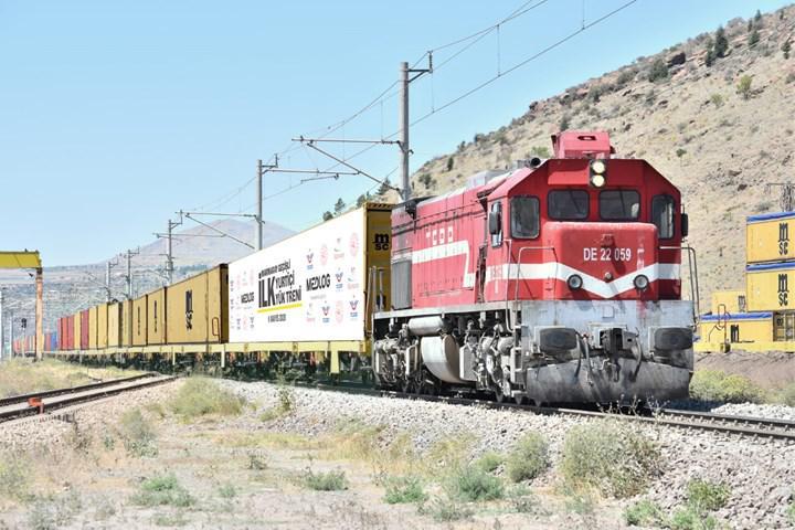 Marmaray'la Anadolu'dan Avrupa'ya ilk kez yurt içi yük treni geçiyor