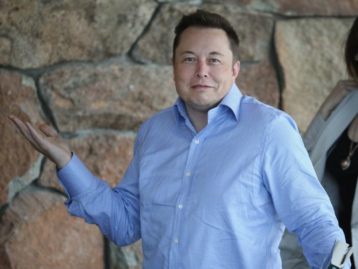 Elon Musk, karantina kurallarını çiğniyor: