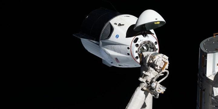 SpaceX, Crew Dragon uzay aracı için geliştirdiği simülatörü, ücretsiz olarak yayınladı