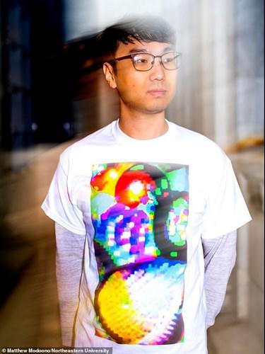 Giyen kişiyi, yüz tanıma sistemlerinde görünmez yapan tişört geliştirildi