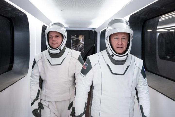 SpaceX'in uzaya fırlatacağı astronotlar, tarihi uçuş öncesinde karantinaya alındı