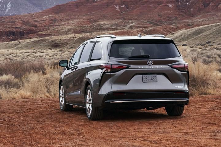 2020 Toyota Sienna, yepyeni tasarımı ve teknolojileriyle tanıtıldı